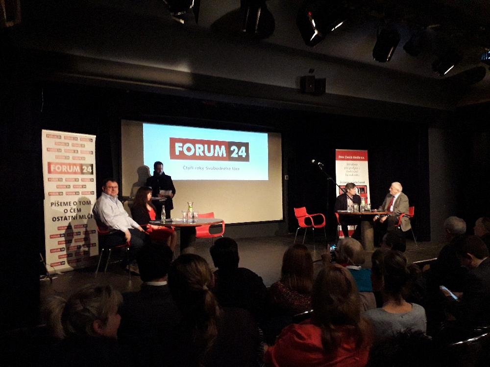 Forum 24 lud in Zusammenarbeit mit dem Freiheitsforum (Svobodné fórum) zu einer Podiumsdiskussion ein und zog eine ernüchterne Bilanz