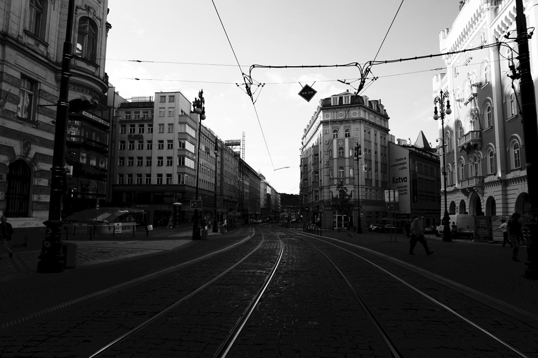 Viele Prager fühlen sich an die Ruhe vor der Wende von 1989 erinnert, als nur wenige Ausländer in Prag waren. Die Revoluční-Straße. Foto: K. Kountouroyanis