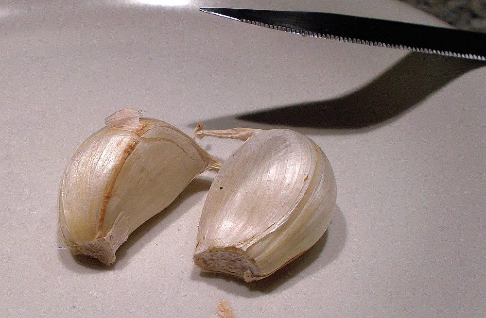 Hier noch ein kleiner Tipp, wie Sie der Dorade mit Knoblauch einen pfiffigen Geschmack verleihen können.