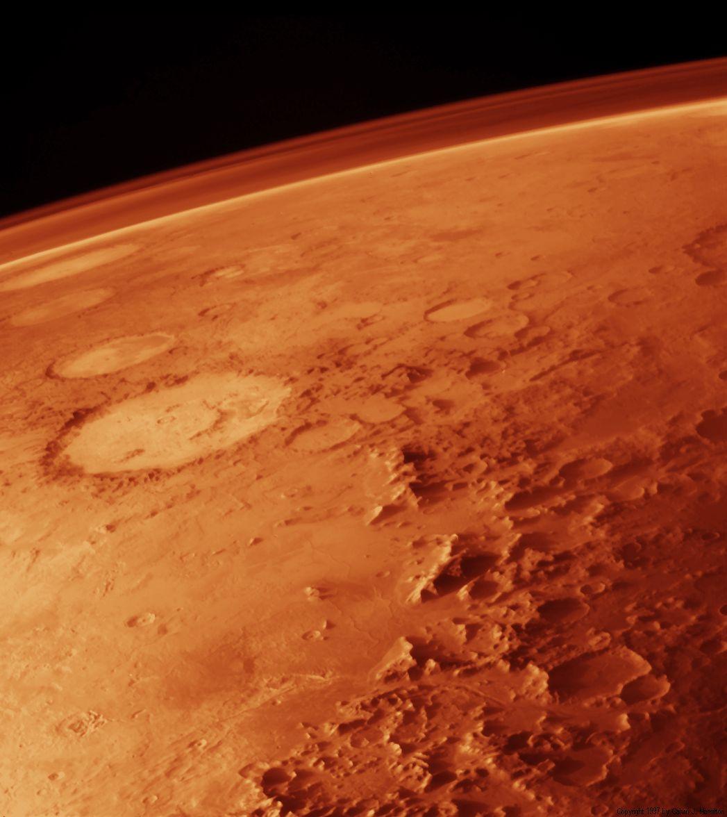 Die dünne Marsatmosphäre aus dem Mars-Orbit betrachtet.