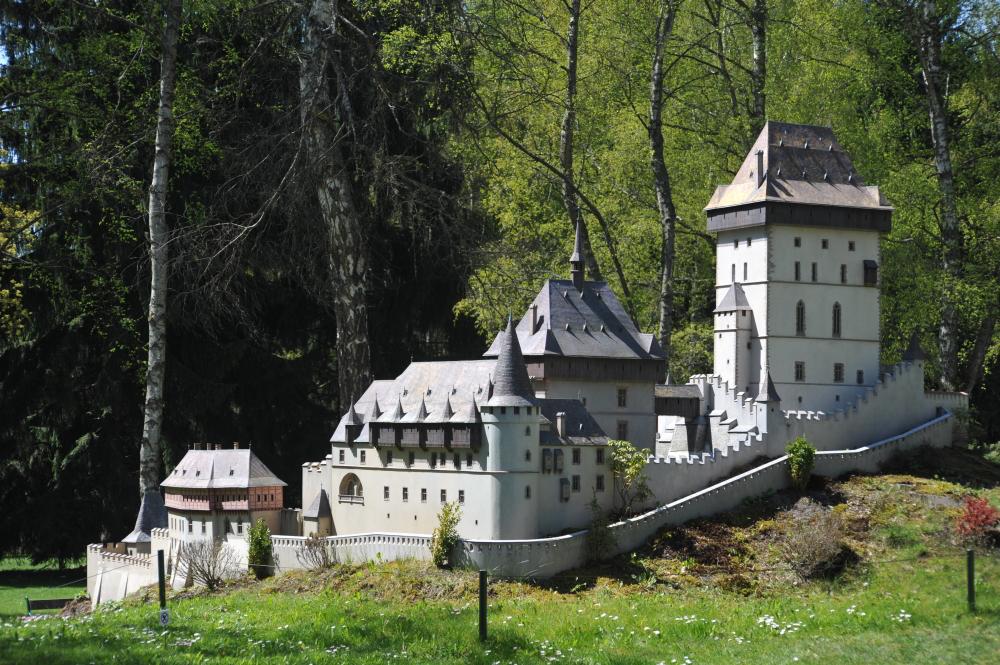 Burg Karlštejn (Modell im Park Boheminium)
