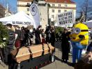 Prager Demonstranten trugen heute das freie Internet zu Grabe.