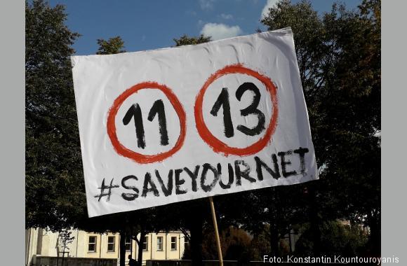 26.08.2018: Anhänger der tschechischen Piraten demonstrierten am Karlovo nam. gegen den von Axel Voss (CDU) eingebrachten Vorschlag. Hier Art. 11 und 13 der EU-Urheberrechtsnovelle.