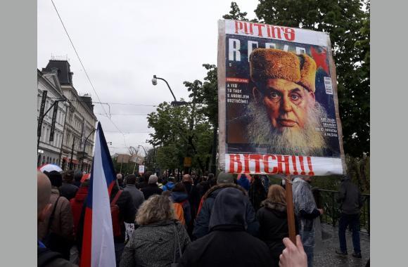 Die Beschimpfungen gegen den Premierminister Tschechiens werden aggressiver.