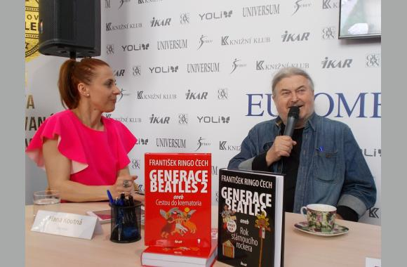 František Ringo Čech stellt sein neuestes Buch vor.
