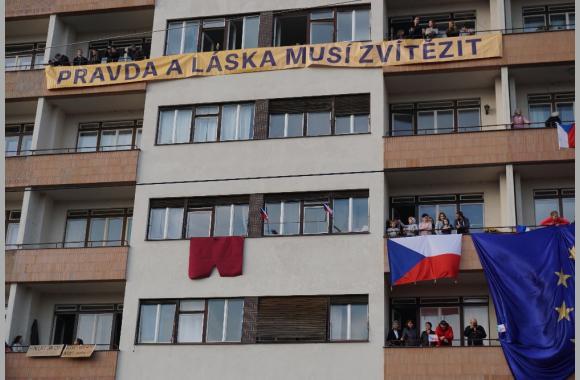 """Die """"rote Hose"""" ist eine Anspielung auf Miloš Zeman. Foto: K. Kountouroyanis"""