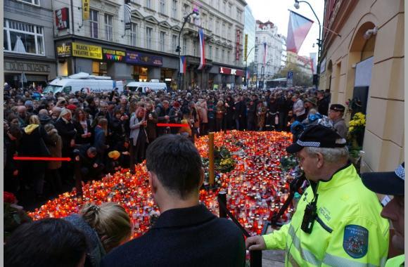 Kerzen am Denkmal des 17.11.´89. Foto: K. Kountouroyanis