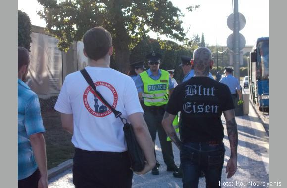 """""""Block gegen den Islam"""" und """"Blut und Eisen"""" Teilnehmer aus der Mitte der Gesellschaft sympathisieren mit Rechten"""