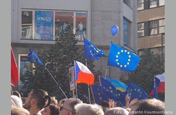 Europa geht auf die Straße - Das Foto wurde auf einer Demo gegen Andrej Babiš am 5.6.2018 aufgenommen.