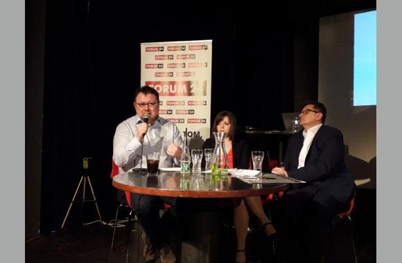 """Der Autor des Buches """"Boss Babiš"""" Jaroslav Kmenta trat mit einem interessanten Vortrag hervor."""