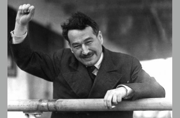 """Egon Erwin Kisch (Hier bei seiner Ankunft in Australien): """"Jede wirkliche Kunst ist Opposition, Rebellion oder Revolution."""""""