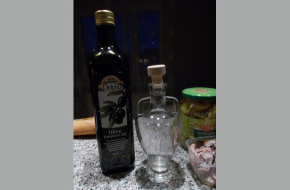 Die antik karafenähnliche Flasche habe ich auf dem Weihnachtsmarkt am Medovina-Stand erhalten.
