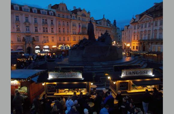 Weihnachtsmarkt auf dem Altstädter Ring (Foto: Kountouroyanis)
