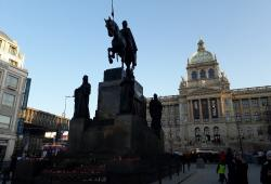 Vor dem Denkmal des Heiligen Wenzels zündete sich der Mann am 18.01.2019 selbst an.