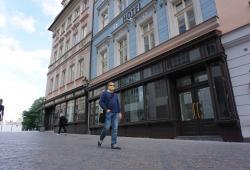 Geschäfte am unteren Ende des Wenzelsplatzes. Geschlossen. Foto: K. Kountouroyanis
