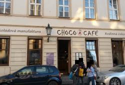 "Außenansicht des Schoko-Cafés ""U Červené židle"""