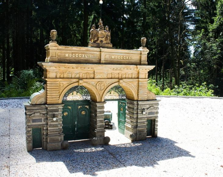 Eingangstor zur Brauerei Prazdroj in Pilsen (Modell im Park Boheminium)