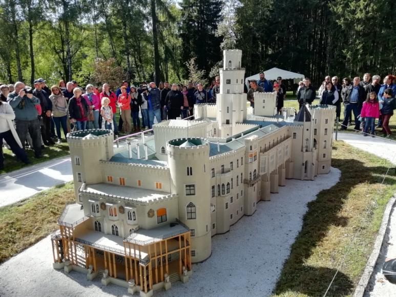 Schloss Hluboká nad Vltavou (Modell im Park Boheminium)